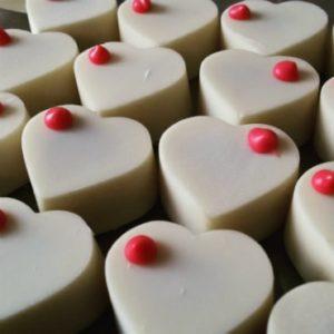 פרלינים לבנים בצורת שוקולד